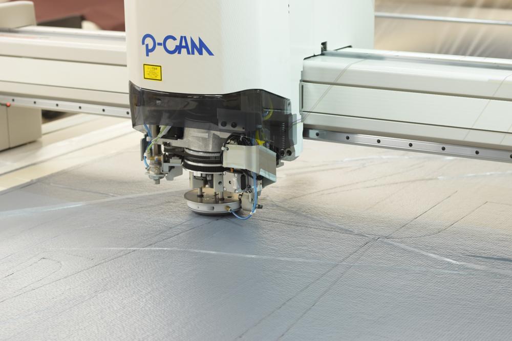 Straighten the dough using the latest reversing machine